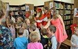 Obsza: Bajkowe święto w bibliotece (foto)