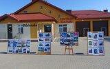 Gmina Łuków: Wystawa zdjęć przed biblioteką w Dąbiu